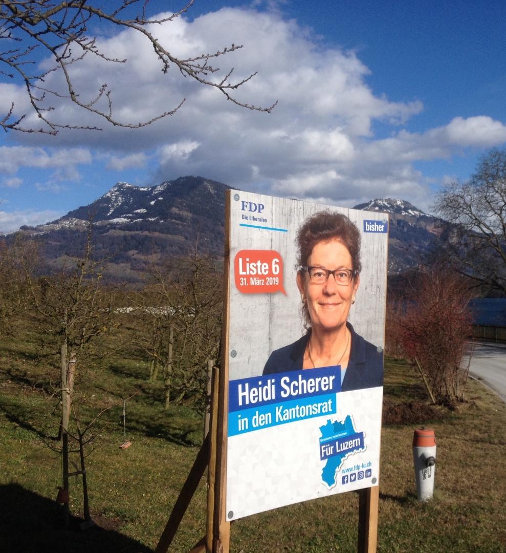 Wahlplakate mit Aussicht